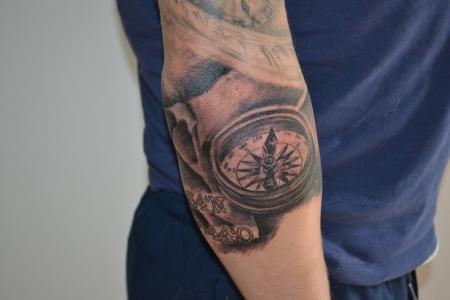 sirjones kompass mit koordinaten tattoos von tattoo. Black Bedroom Furniture Sets. Home Design Ideas