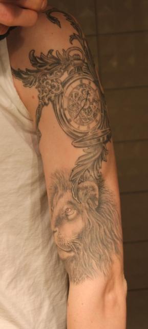 Uhr mit Schlüssel und Löwe, Sleeve