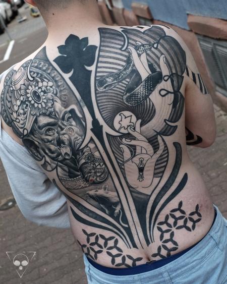 ganesha-Tattoo: Verheiltes Ganesha Backpiece mit kleinem Cover Up