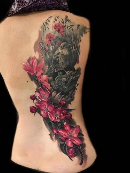 Vogel mit Blüten