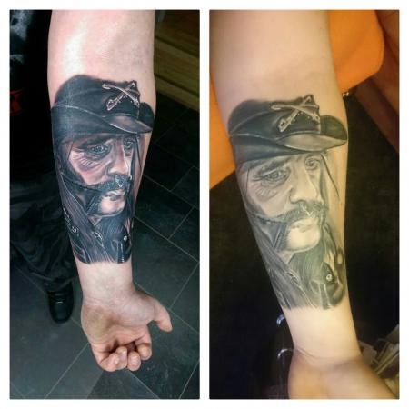 Lemmy frisch /abgeheilt