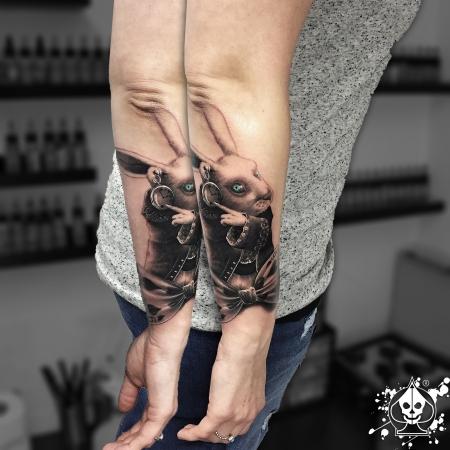 alice-Tattoo: Hase von Alice im Wunderland