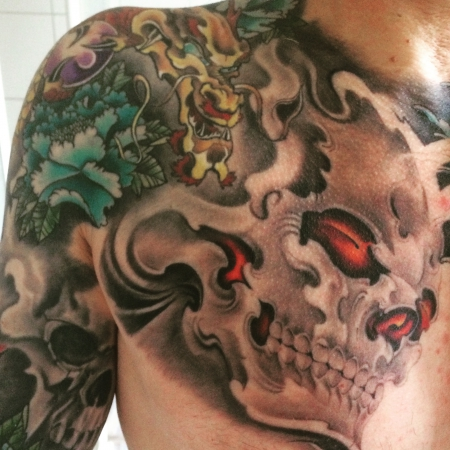 Drache-Skull rechte Brust..