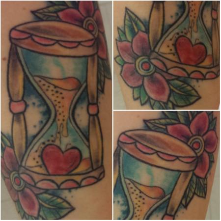 tattoos zum stichwort sanduhr tattoo lass deine tattoos bewerten. Black Bedroom Furniture Sets. Home Design Ideas