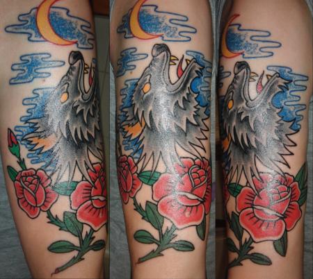 Wolf mit Rosen
