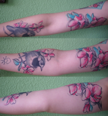 biene-Tattoo: Teilrundumarmansicht oder so
