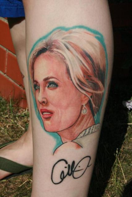 Meine Gillian Anderson, etwas bearbeitet & mit Autogramm