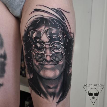 Frisch gestochenes Black and Grey Porträt John Lennon