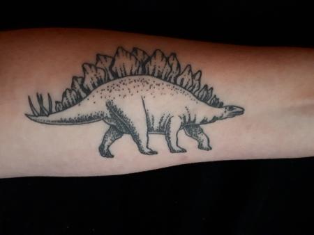 Stegosaurus auf dem Unterarm