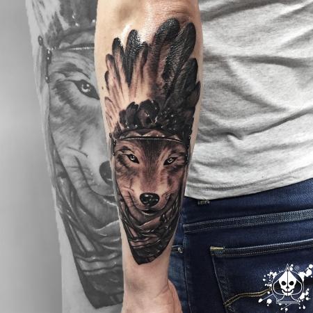 marco pikass indianer wolf tattoos von tattoo. Black Bedroom Furniture Sets. Home Design Ideas