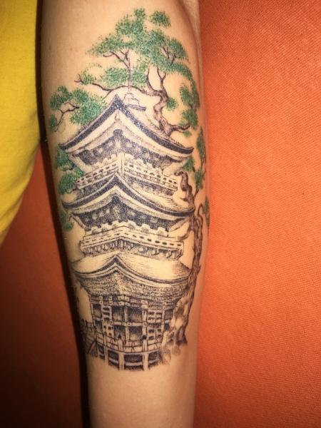Tempel mit Bonsai