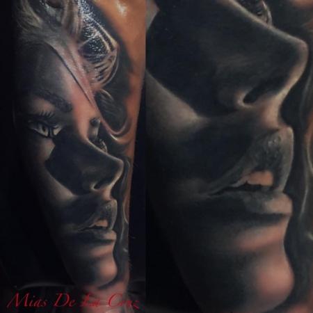 Portrait Unterarm Black & Grey by Mias De La Cruz