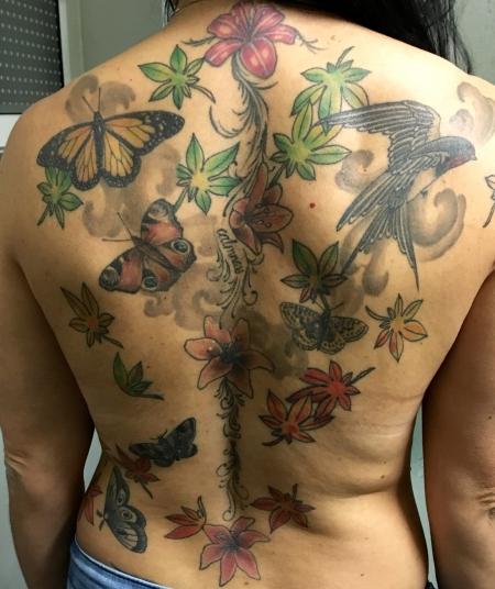 beste bauch tattoos tattoo lass deine tattoos bewerten. Black Bedroom Furniture Sets. Home Design Ideas