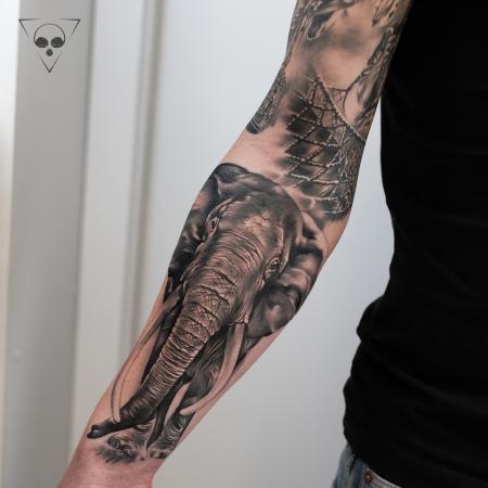Elefant - sleeve in progress