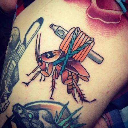 Kakerlake mit Tattoo Grip