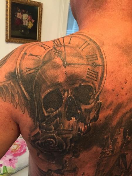 jr uhr mit totenkopf tattoos von tattoo. Black Bedroom Furniture Sets. Home Design Ideas