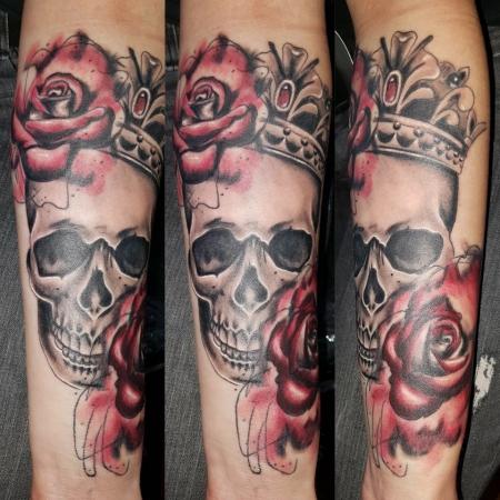 Totenkopf mit Krone und Rosen