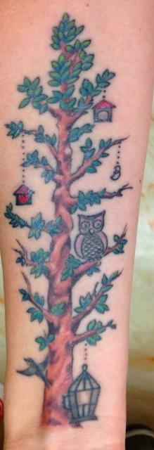 Baum am Unterarm