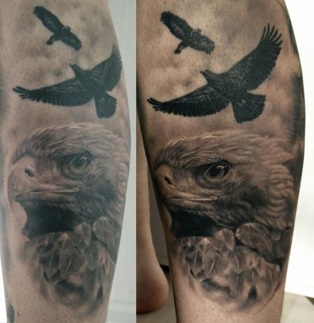 Adler auf Unterbein
