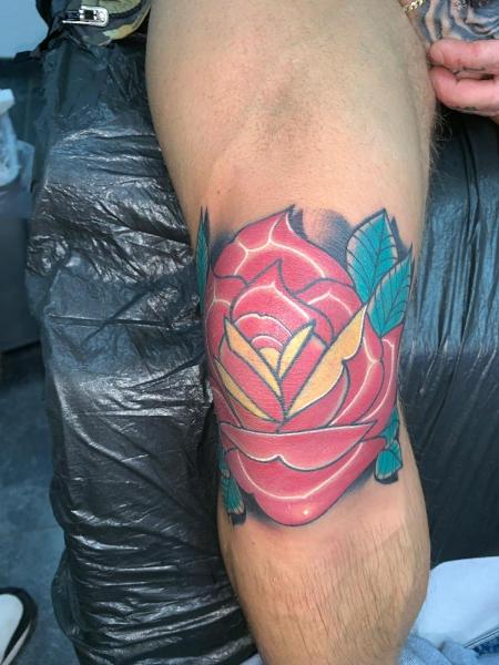 Rose auf Knie
