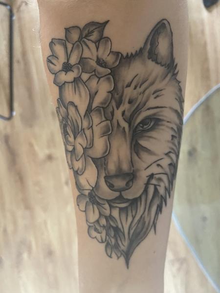 Wolf mit Blumen