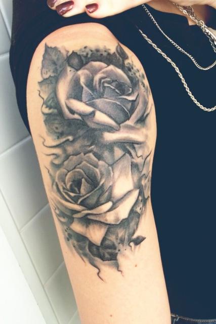 Sonja85 Rosen Tattoo Oberarm Tattoos Von Tattoo Bewertungde