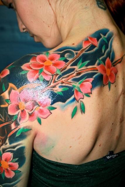 Schöne Blüten von All Colours Tattoo