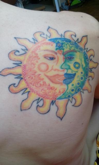 Sonne und Mond vereint