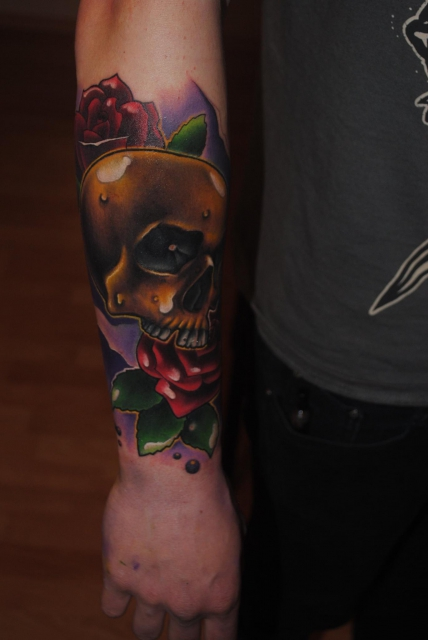 Tattoocircle Newschool Skull Mit Rose Tattoos Von Tattoo Bewertungde