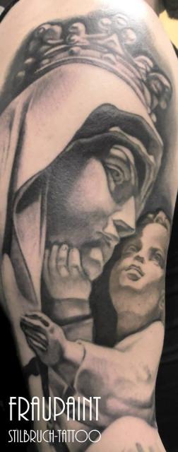 frau paint stilbruch tattoo berlin