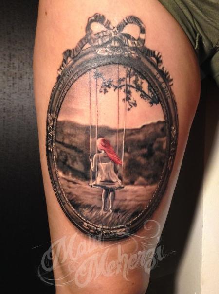 schleife-Tattoo: Mädchen auf Schaukel