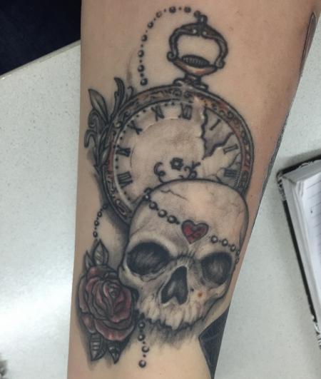 isabella666 totenkopf uhr rose tattoos von tattoo. Black Bedroom Furniture Sets. Home Design Ideas