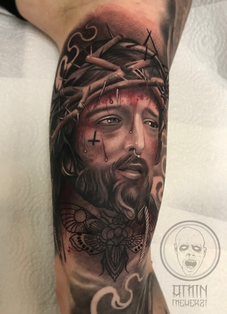 kreuz-Tattoo: