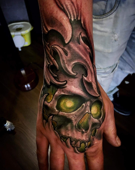 biomech-Tattoo: glowing fist scull (Biomech)