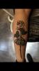 Schwarze rose mit Falter