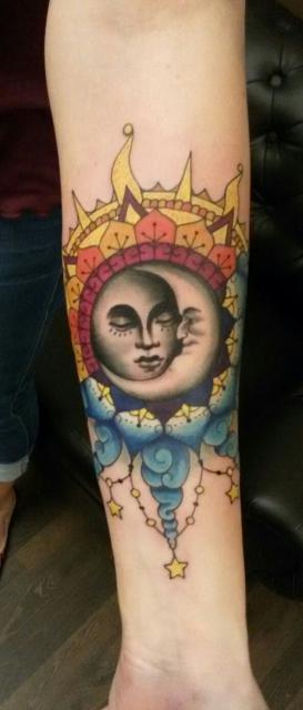 Sonne und Mond in ihrer Welt