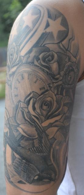 Schwalbe Rosen und Uhr