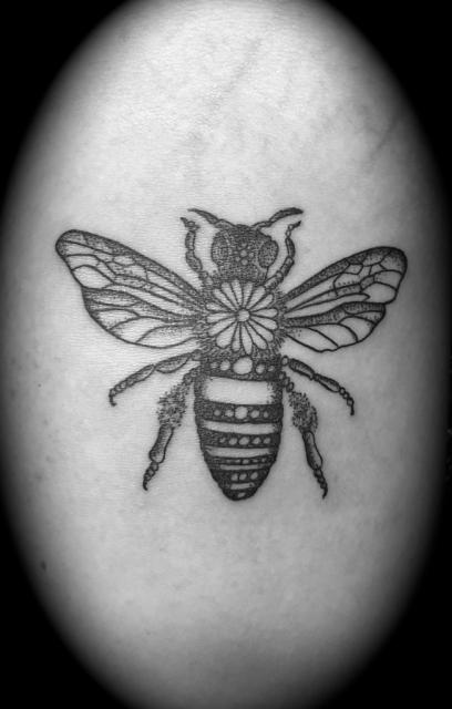 connythaler biene tattoos von tattoo. Black Bedroom Furniture Sets. Home Design Ideas