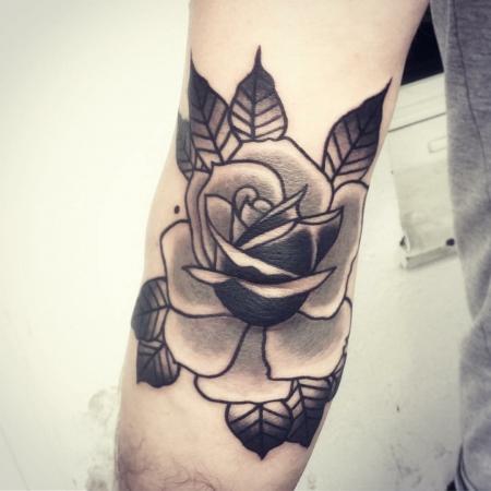 Graue Ellbogen Rose