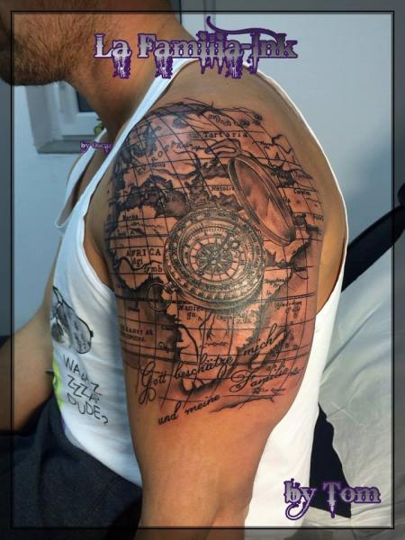 familie-Tattoo: Weltkarte Kompass