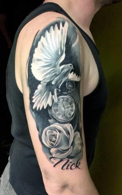 Taube mit Uhr und Rose