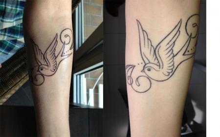 whileaway schwalbe am unterarm tattoos von tattoo. Black Bedroom Furniture Sets. Home Design Ideas