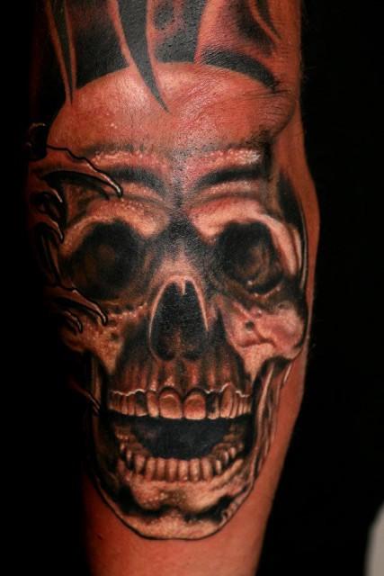 oliver-gratzer: totenkopf | Tattoos von Tattoo-Bewertung.de