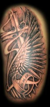 engelsflügel-Tattoo: Tattoo zur Hochzeit