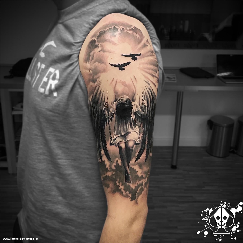Männer Oberarm Tattoos